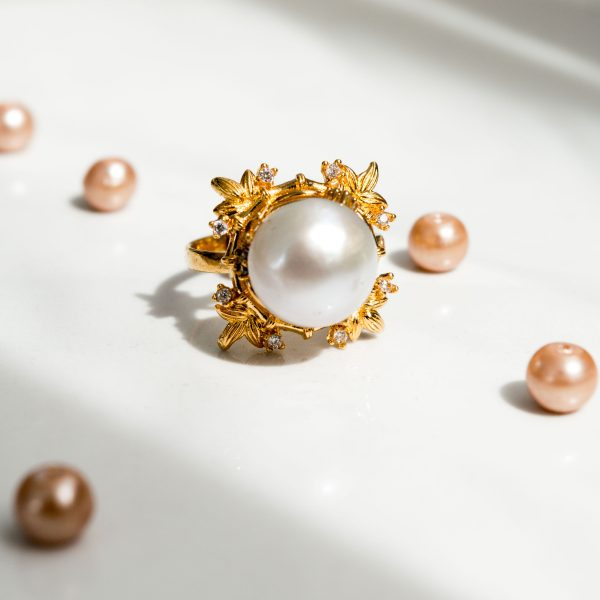 Fanas Aurora Pearl Ring Bamboo Cutter Women Jewellery Gold Pearl Ring 22kt gold bezel